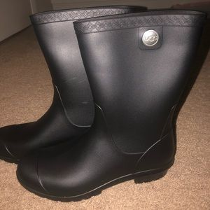 Ugg rain boots. Matte black finish.